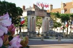 Le Monument aux morts d'Avallon. (© Julia Valentin)