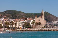 Plage principale et église de Sant Bartomeu i Santa Tecla. (© Irène ALASTRUEY - Author's Image)