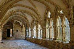 Le cloître de l'ancienne abbaye cistercienne de Noirlac. (© A.J.Cassaigne)