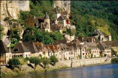 La Roque-Gageac, au bord de la Dordogne (© VINCENT FORMICA)