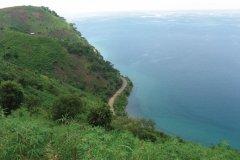 La corniche littorale vers le cap Mvugo. (© Nano GATIN)