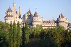 L'atypique château de Pierrefonds semble sorti d'un conte de fées. (© Catherine FAUCHEUX)