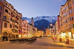 Fin de journée dans les rues de Innsbruck. (© Assawin - iStockphoto)