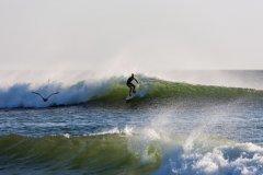 Surfeur sur le plage de Samara. (© Norbert Achtelik_Mito _ Photononstop)