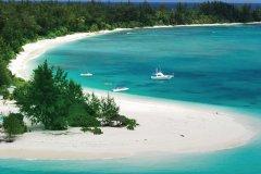 Plage de Denis. (© Gerard Larose - Office du tourisme des Seychelles)