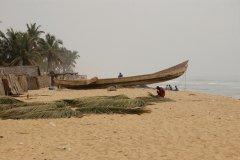 Plage entre Cotonou et Ouidah. (© C. THARREAU - Association 1,2,3 Déclics)