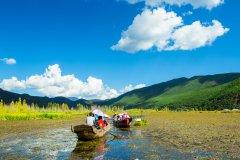 Balade sur le lac Lugu. (© xujun - Shutterstock.com)