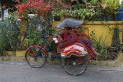 Cyclo-pousse dans le quartier du Kraton. (© Léa Smith - Iconotec)
