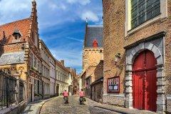 Balade à vélo dans les rues de Bruges. (© HelloSvet - Shutterstock.com)