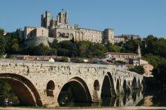 L'orb, le pont vieux et la cathédrale St Nazaire (© Stéphan SZEREMETA)