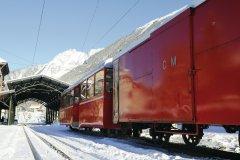Le train du Montenvers arrivant en gare de Chamonix (© Béatrice PREVE - Fotolia)
