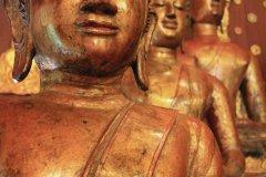 Enfilade de bouddhas au Wat Phra Kaew. (© Jérôme BOUCHAUD)