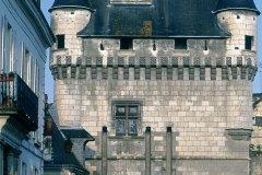 Porte de la ville médiévale de Loches (© DANIÈLE CATI - ICONOTEC)
