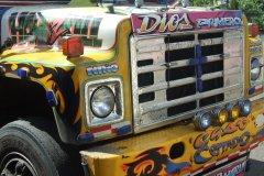 Détail d'un Diablos Rojos, bus de ville multicolore, icone de la capitale. (© Nicolas LHULLIER)