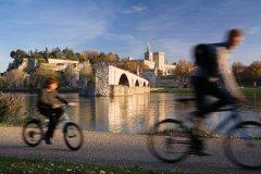 Palais des Papes et le Pont Saint Benezet. (© Sime)