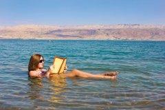 Baignade dans la mer Morte. (© irisphoto2)