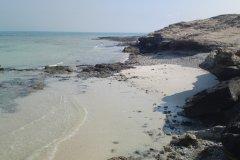 Petites criques à Fuwairit sur la seule zone rocheuse du nord du Qatar accessible en 4x4. (© Jean-Noël LEBEAU)