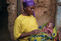 Jeune Burkinabé et son bébé (© Jean-Paul LABOURDETTE)