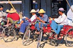 Vélos-taxi, Myauk me. (© Alamer - Iconotec)