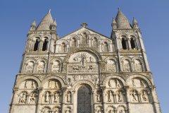 La cathédrale Saint-Pierre d'Angoulême (© Toanet - Fotolia)
