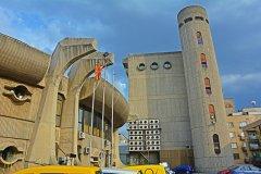 Bâtiment brutaliste du centre des communications et de la Poste, en plein centre de Skopje. (© Martyn Jandula - Shutterstock.com)