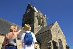 Eglise de Sainte-Mère-Eglise. (© C. Cauchard et Office de tourisme de la Baie du Cotentin)