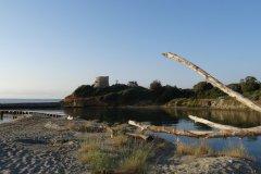 Plage, étang et tour génoise près d'Aleria (© xavier Bonnin)