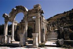 Temple d'Hadrien au site archéologique d'Éphèse. (© Author's Image)