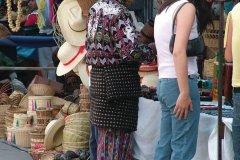 Vendeur sur le marché de quetzaltenango. (© Binax - Fotolia)