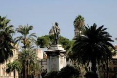 Statue de Cavour sur la piazza Cavour. (© Picsofitalia.com)