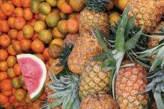 Une grande variété de fruits se retrouve sur chaque marché. (© Stéphan SZEREMETA)