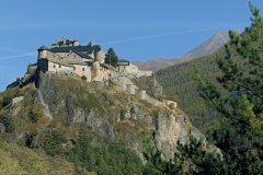 Château-Queyras, édifié au XIe siècle, se dresse sur un vertigineux éperon rocheux (© Lionel MONTICO)