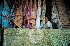 Boutique de tissus batik. (© Yukiko Yamanote - Iconotec)