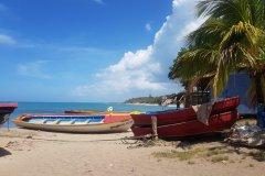 La plage de Treasure Beach. (© Chloé OBARA)