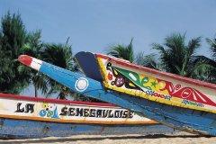 Pirogues lébou à Saly. (© Tom Pepeira - Iconotec)