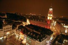 Centre-ville de nuit (© Stéphan SZEREMETA)