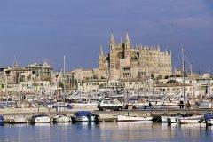 Le port et la cathédrale de Palma de Majorque. (© Hervé Bernard - Iconotec)