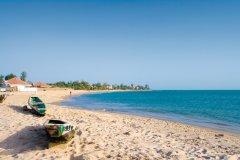 Barques sur la plage de Saly. (© Author's Image)