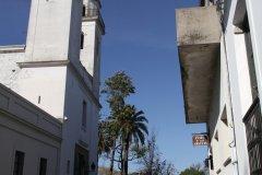Calle del Virrey Ceballos donnant sur l'église Matriz (© Stéphan SZEREMETA)