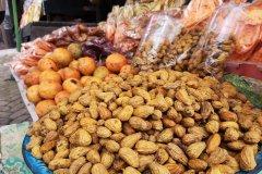 Fruits et encas vendus près du lac Bratan. (© Cécile Villard)