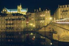 Vieille ville et cathédrale Saint-Étienne, de nuit (© ERWAN LE PRUNNEC - ICONOTEC)