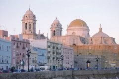 Cathédrale de Cadix et église Santa Cruz. (© Maria D'Amore - Iconotec)