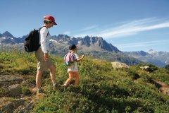 Randonnée mère et fille en Haute-Savoie (© Philippe Devanne - Fotolia)
