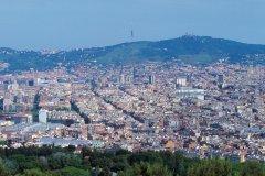 Vue du Montjuïc sur Barcelone et le Tibidabo. (© Author's Image)