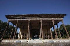 Ancien édifice à Téhéran. (© Luis Davilla)