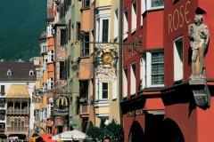 Dans les rues d'Innsbruck. (© Alamer - Iconotec)