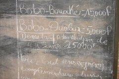 Gare de Bobo Dioulasso, panneau d'affichage des tarifs (© Jean-Paul LABOURDETTE)