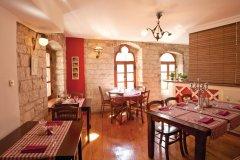 SPECIJAL SLOBODNA Trogir, 060314. Interijer Taverne Vanjaka u staroj gradskoj jezgri. Za prilog kuco mala. Foto: Vojko Basic / CROPIX (© RESTAURANT VANJAKA)