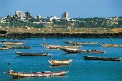 Pirogues lébou face à Dakar. (© Tom Pepeira - Iconotec)