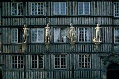 Façade de l'ancien hôtel d'Etancourt, dans le vieux Rouen (© TOM PEPEIRA - ICONOTEC)